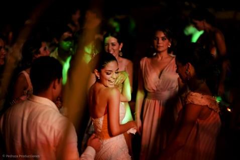 carolina-y-anibal-fotografia-bodas-051-pedraza-producciones
